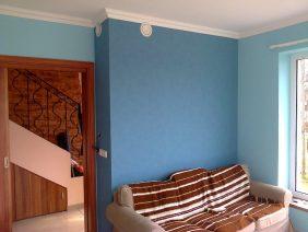 kék fehér falak
